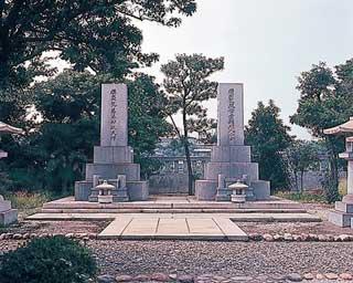 日本の墓:著名人のお墓:浅野総...